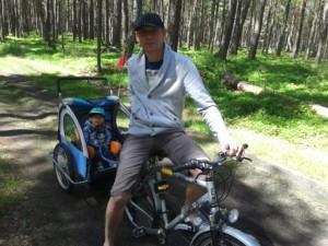Z tatą na rowerze.